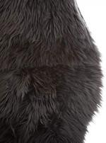 Tapis fourrure gris foncé